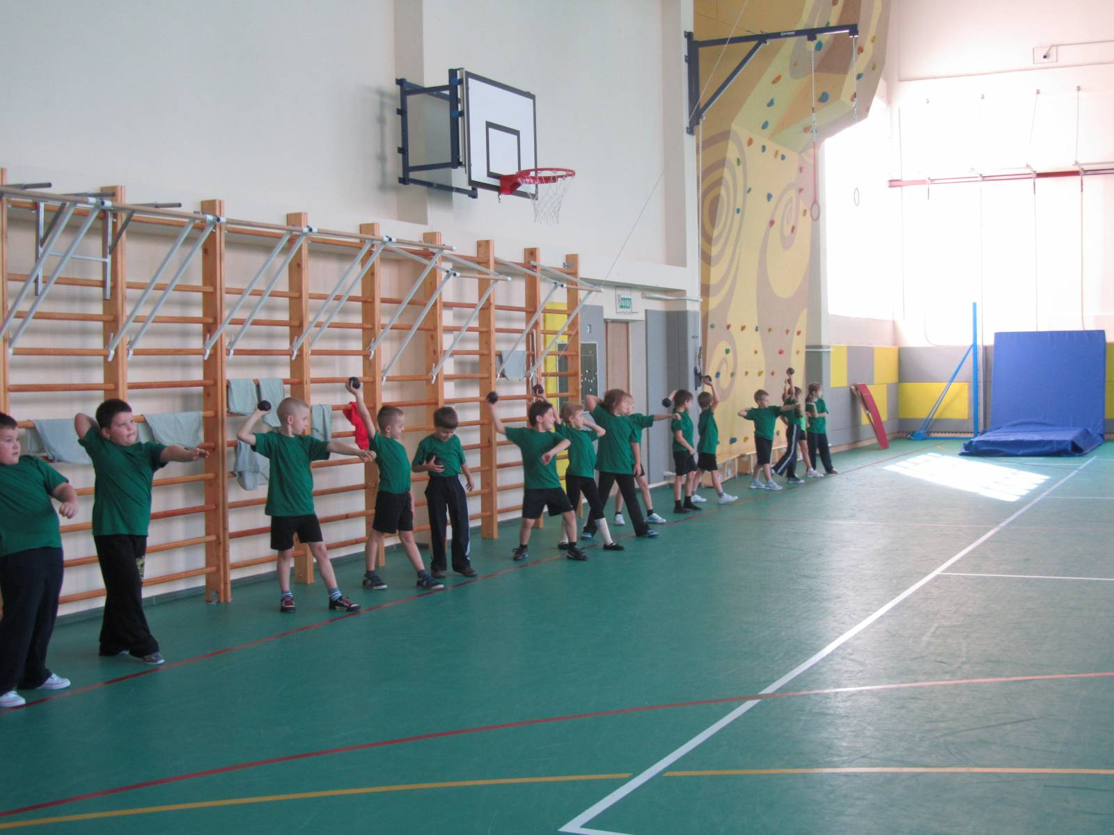Урок физкультуры 1 класс эстафеты